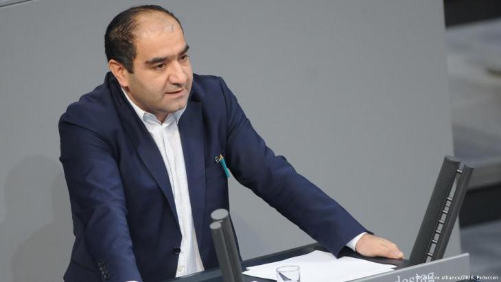في البرلمان الألماني: السياسي الألماني (من أصول تركية) أوزجان موتلو المنتمي لحزب الخضر. Foto: dpa/Britta Pedersen