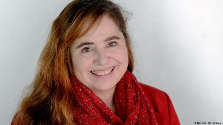 بتينا ماركس تدير منذ 2015 مكتب مؤسسة هاينريش بول في رام الله بالضفة الغربية. واشتغلت في السابق كصحفية أيضا لحساب دي دبليو وكمراسلة للإذاعة الألمانية في تل أبيب.