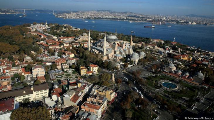اسطنبول أكبر مدن تركيا الحديثة وعاصمة الخلافة العثمانية التاريخية