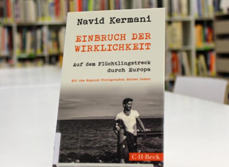 """غلاف كتاب عن اللاجئين """"بزوغ الحقيقية"""" للمثقف الألماني المسلم نافيد كرماني. Foto: © Goethe-Institut London/Nicolas Gäckle"""