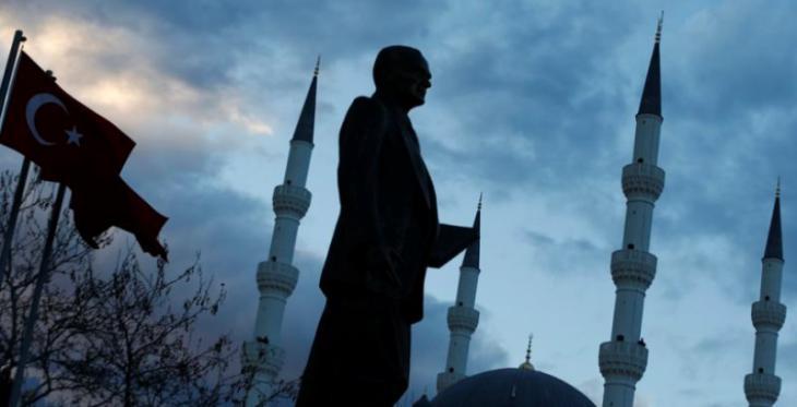 Statue Atatürks in Istanbul; Foto: Reuters