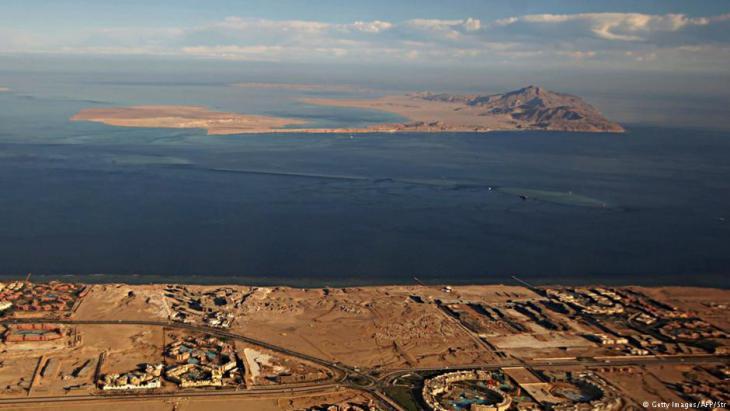 جزيرتا تيران وصنافير في البحر الأحمر