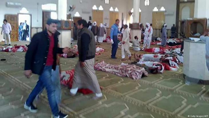 لزمت مصر (تشرين الثاني/ نوفمبر 2017) الحداد الوطني على ضحايا الهجوم الذي استهدف الجمعة مسجد الروضة في شمال سيناء موقعا 305 قتلى بينهم 27 طفلا.