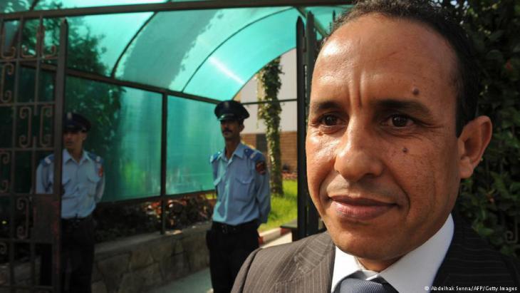 """علي أنوزلا: صحافي وكاتب مغربي، مدير ورئيس تحرير موقع """"لكم. كوم""""، أسس وأدار تحرير عدة صحف مغربية، وحاصل على جائزة (قادة من أجل الديمقراطية) لعام 2014، والتي تمنحها منظمة (مشروع الديمقراطية في الشرق الأوسط POMED)."""