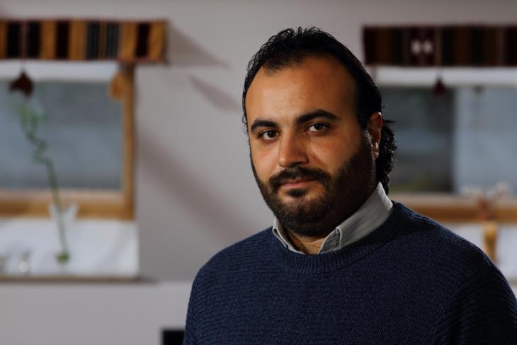 الكاتب السوري طارق عزيزة. تصوير حنا ورد