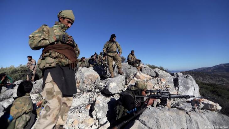 وحدات من الجيش السوري الحر قرب عفرين.