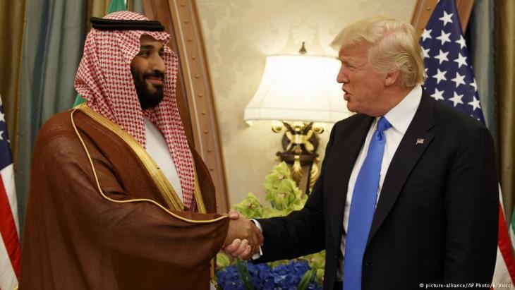 الرئيس الأمريكي ترامب وولي عهد السعودية محمد بن سلمان 2017 في الرياض.  Foto: picture-alliance/AP