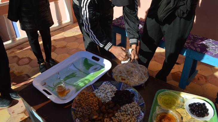 أعضاء من المجموعة المغربية المشاركة في مشروع مشتل أشجار آكريش في المغرب لمؤسسة الأطلس الكبير. (photo: Sarah Turkenicz)