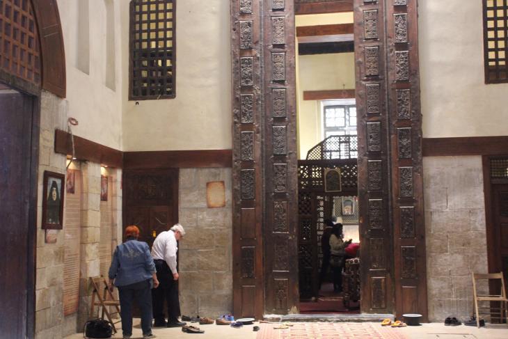 باحة دير مار جرجيس، حيث يتبرَّك الأقباط بالزيارة  - القاهرة - مصر. الصورة: ملهم الملائكة