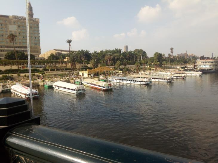 النيل ومراسي الزوارق قرب برج الجزيرة - القاهرة - مصر. الصورة: ملهم الملائكة