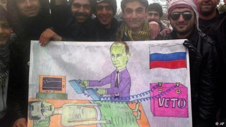 لوحة كاريكاتوية مرسومة من قبل نشطاء من منطقة كفرنبل السورية ضد بوتين مُنقِذ الأسد ونظامه القمعي. Foto: AP