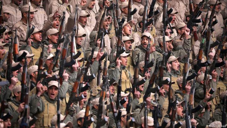 مقاتلون من وحدات حماية الشعب الكردي في مدينة الحسكة.