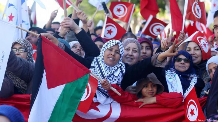 تونسيات يتظاهرن في الذكرى السابعة للثورة التونسية
