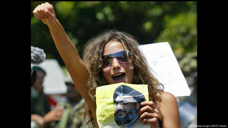 امرأة من أنصار حزب الله تحتج على حكومة فؤاد السنيورة في لبنان. Foto: AFP/Getty Images