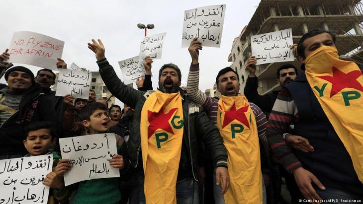 تنظر تركيا إلى حزب العمال الكردستاني بوصفه تهديداً لوجودها، وتعتبر حزب الاتحاد الديمقراطي الكردستاني تابعاً مهلكاً له في سورية.