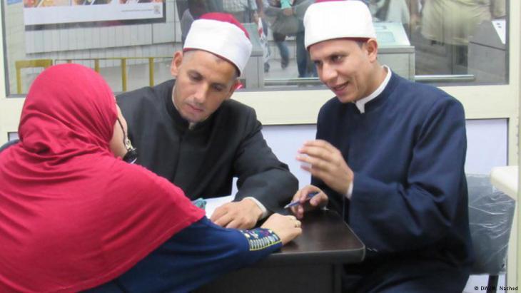 Religiöse Beratung und Islamismusprävention in einer Metro-Station in Kairo; Foto: DW