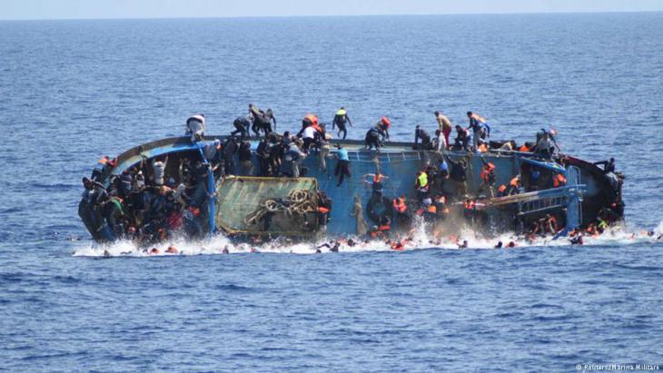 البحر الأبيض المتوسط كأكبر مقبرة جماعية للاجئين: فقط في شهر كانون الثاني/يناير 2018 لقي بحسب منظمة الهجرة (IOM) على الأقل 246 لاجئًا ومهاجرًا حتفهم أثناء محاولتهم عبور البحر الأبيض المتوسط، بالمقارنة مع موت 254 مهاجرًا في شهر كانون الثاني/يناير 2017. Foto: Reuters