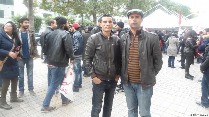 Arbeitslose Jugendliche in Tunis; Foto: DW