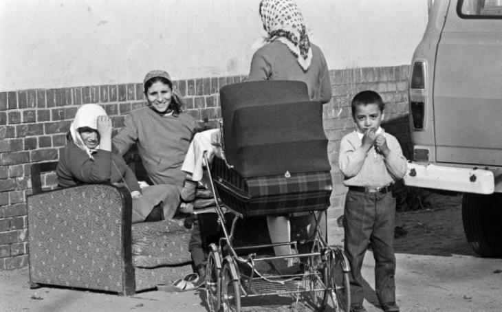 في عام 1961 جاء الحجاب كلباس للنساء المسلمات إلى المجتمع الألماني.