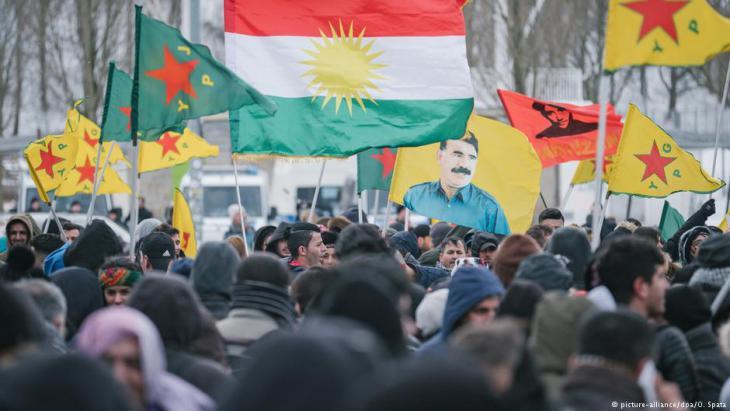 نحو 11 ألف كردي تظاهروا في مدينة هانوفر الألمانية (مارس/ آذار 2018) ضد سياسة الرئيس التركي إردوغان في مناطق الأغلبية الكردية بشمال سوريا.