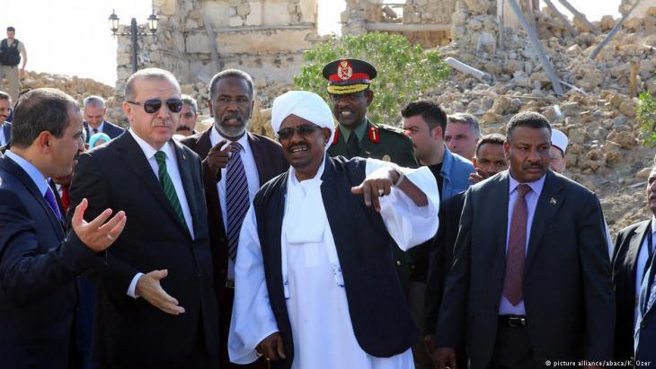 الرئيس التركي إردوغان والرئيس السوداني عمر البشير في السودان.