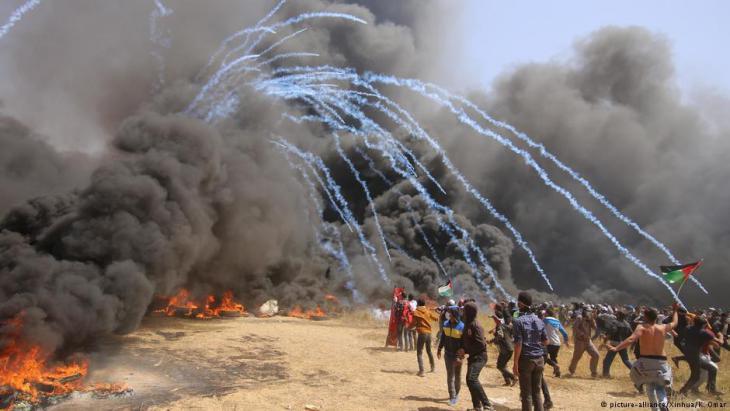 فلسطينيون محتجون في خان يونس.  Foto: dpa/picture-alliance