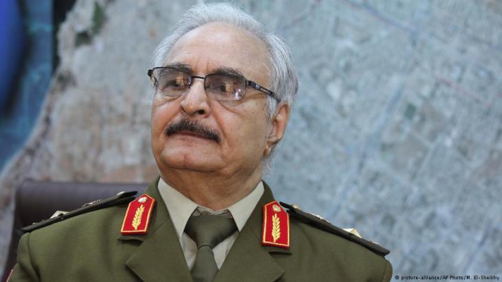 الجنرال الليبي المتقاعد المشير خليفة حفتر.