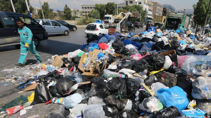 أزمة النفايات والقمامة في شوارع بيروت - لبنان 2015.  Foto: AFP/Getty Images