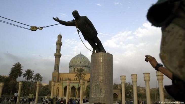 إسقاط تمثال صدام حسين في العراق