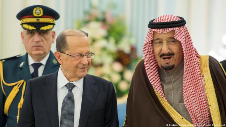 الرئيس اللبناني المنتخب ميشال عون خلال زيارة إلى السعودية. في الصورة مع العاخل السعودي سلمان
