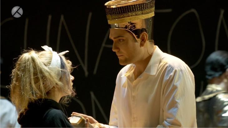"""مشهد من أوبرا """"أخناتون"""" المسرحية المعروضة في مدينة بون الألمانية."""