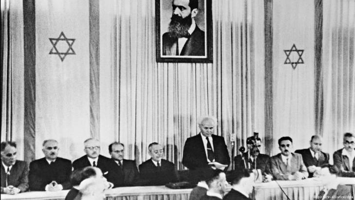 أعلن أول رئيس وزراء إسرائيلي ديفيد بن غوريون بتاريخ 14 / 05 / 1945 في تل أبيب تأسيس دولة إسرائيل. Foto: picture-alliance/dpa