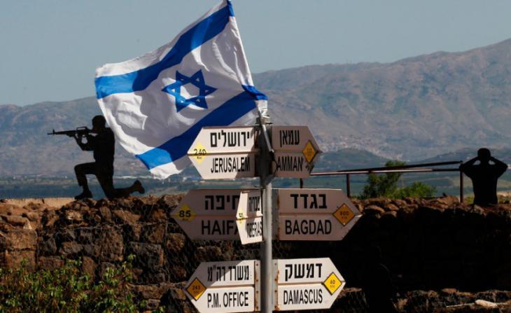 يافطات إسرائيلية في الجولان السوري المحتل.  Foto: AFP