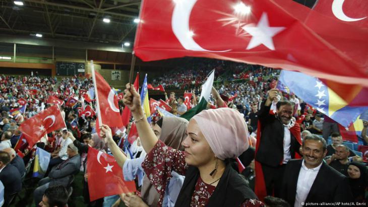 نفوذ تركيا في البلقان بأوروبا: اقتصادي وديني وثقافي من البوسنة و كوسوفو وألبانيا حتى صربيا ومقدونيا