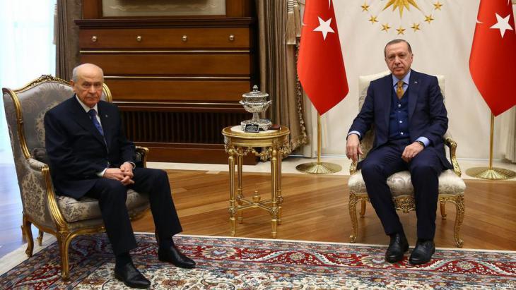 إردوغان والسياسي بهجة لي زعيم حزب الحركة القومية. (photo: DHA)