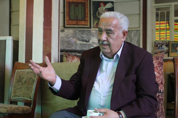 Abid Jasim at Nazik Al malaika Cafeعبد جاسم كاظم الساعدي - أسس هو وزوجته مقهى نازك الملائكة الثقافي في بغداد - العراق. الصورة: ملهم الملائكة.