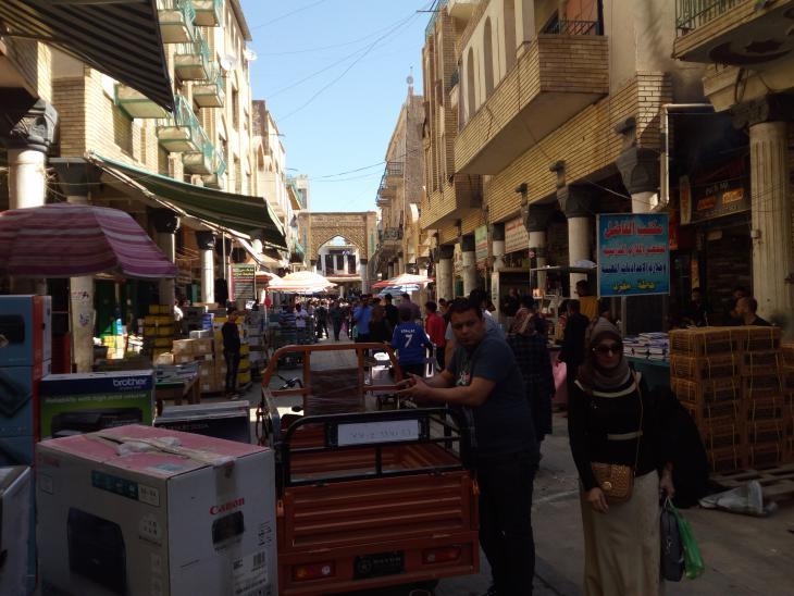 شارع المتنبي في بغداد - العراق. الصورة: ملهم الملائكة.