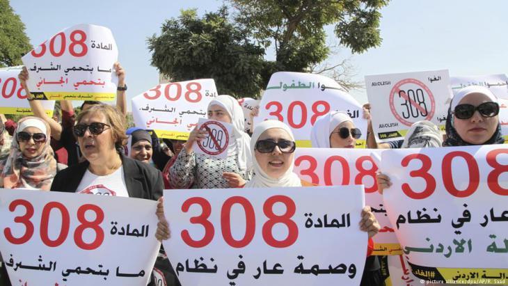 نساء أردنيات في احتجاج على المادة رقم 308 - عمان - الأردن. Foto: picture-alliance/dpa