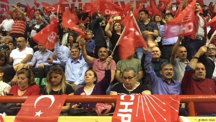 من أنصار حزب الشعب الجمهوري المعارض - تركيا