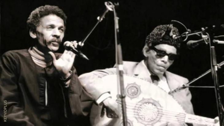 الشيخ إمام وأحمد فؤاد نجم خلال حفلة موسيقية غنائية في القاهرة - مصر. Quelle: youtube