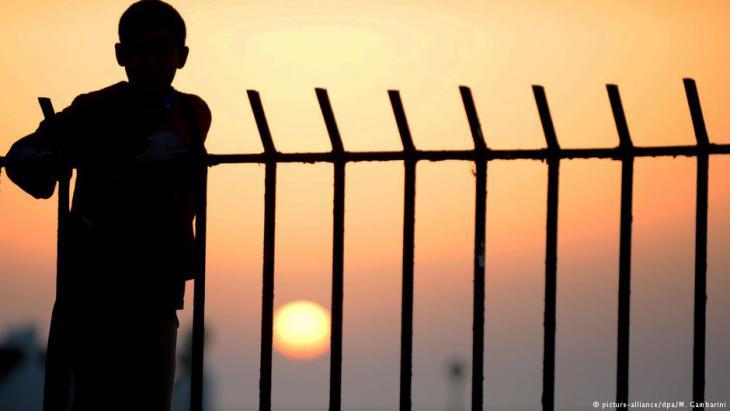 صورة رمزية - منع لاجئ من العبورعبر الحدود