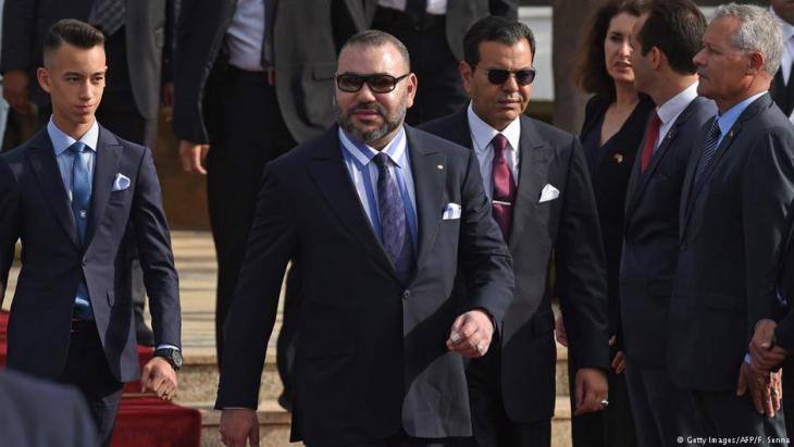 ملك المغرب محمد السادس وابنه وأخوه في الرباط في استقبال الرئيس الفرنسي في الرباط 14 / 06 / 2017.  (photo: Getty Images/AFP/F. Senna)