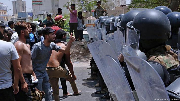 أسبوع على احتجاجات مستمرة سقط فيها قتلى وجرحى جنوب العراق بسبب الفساد والبطالة وتردي خدمات الحكومة