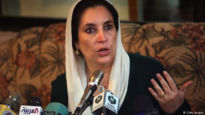 بينظير بوتو - اغتيال رئيسة وزراء سابقة وزعيمة المعارضة...حين وقعت باكستان على عتبة أسوأ أزمة في تاريخها إثر اغتيال بينظير بوتو.  (photo: Getty Images)