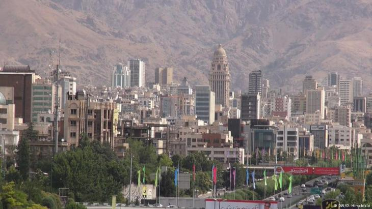 """""""رجل أمن إيراني """"فقير"""" يستخدم الابتزاز واستغلال السلطة للحصول على مبلغ من المال في طهران""""."""
