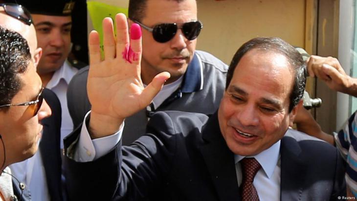 السيسي بعد أن أدلى بصوته في انتخابات 2014 – مصر.