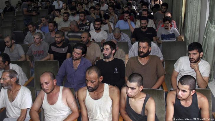 معتقلون في أحد سجون الأسد