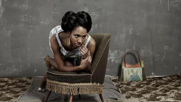 المغنية يكوتو وُلدت في هامبورغ عام 1988، والدها من غانا وأمها ألمانية. أغانيها تدور حول العنصرية واللجوء. (photo: Kame Entertainment)