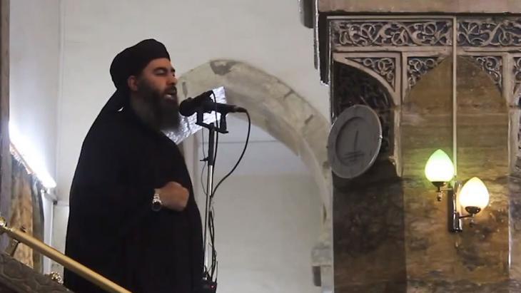 الوجه الجديد للإرهاب: أعلن تنظيم الدولة الإسلامية زعيمه أبا بكر البغدادي في يونيو/ حزيران 2014 خليفةً للمسلمين، بعد أن سيطر التنظيم على أجزاء واسعة من العراق وسوريا.