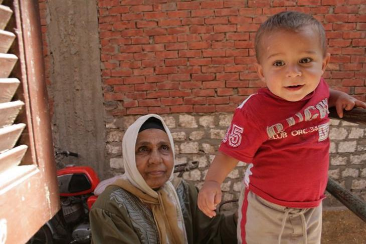 جدة مع حفيدها في مصر. Foto: © Sandra Wolf